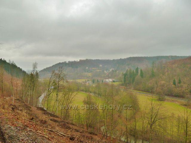 Vadětín - pohled k Lanšperku přes údolí Tiché Orlice