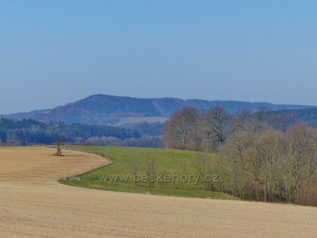 Žamberk - pohled z cesty Ke Střelnici na hřbet litického Chlumu(603 m.mn.m.)