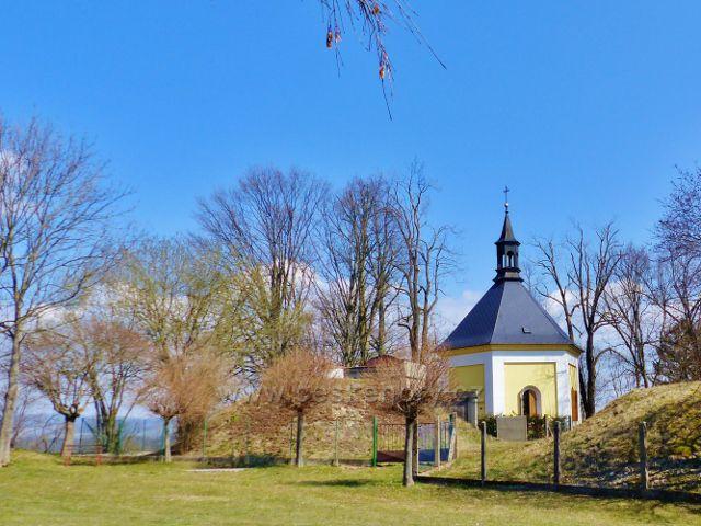 Žamberk - barokní kaple sv.Rozálie vystavěná v roku 1682