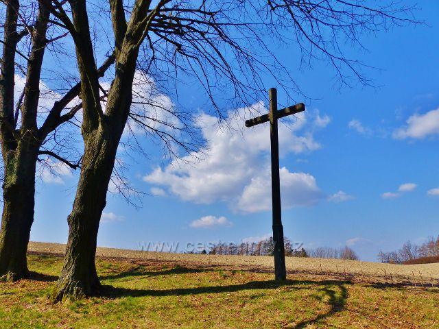 Žamberk - dřevěný kříž na úbočí Rozálky