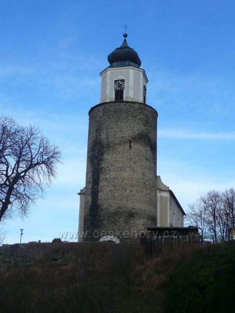 Žulová - pozůstatek věže hradu Frýdberku a k ní přistavěná loď kostela sv. Josefa.