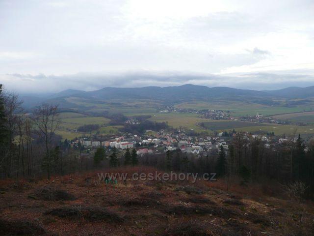 Pohled z Boží hory na Žulovou a Rychlebské hory.