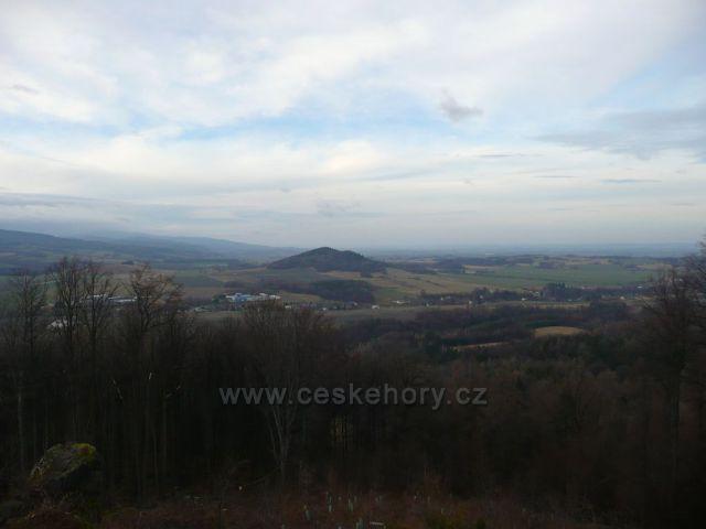 Pohled z Boží hory na Kaní horu a Rychlebské hory.