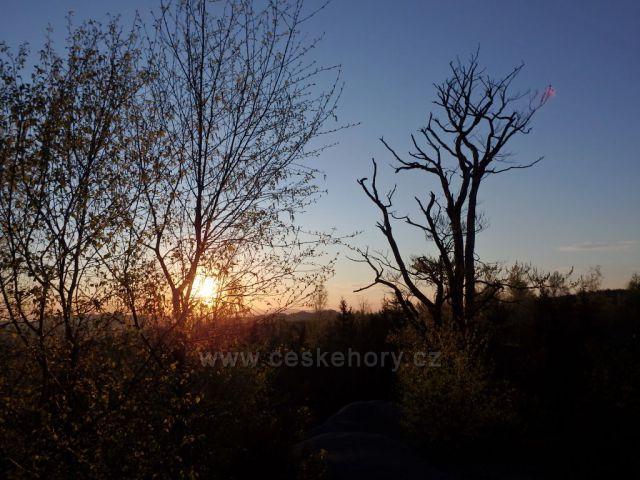 západ slunce v Broumovských stěnách