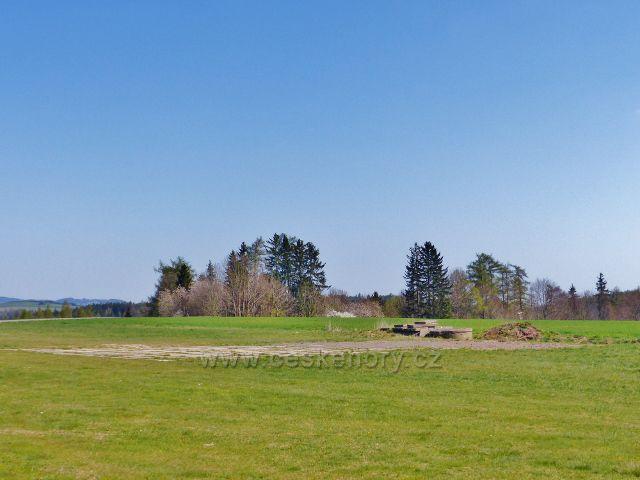 Lukavice - nakládací prostor zemědělského letiště u vrcholu Zákopanka