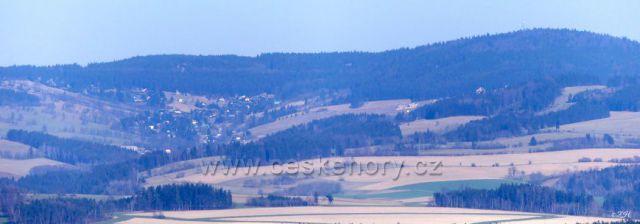 Na obzoru Buková hora, pod ní Čenkovice