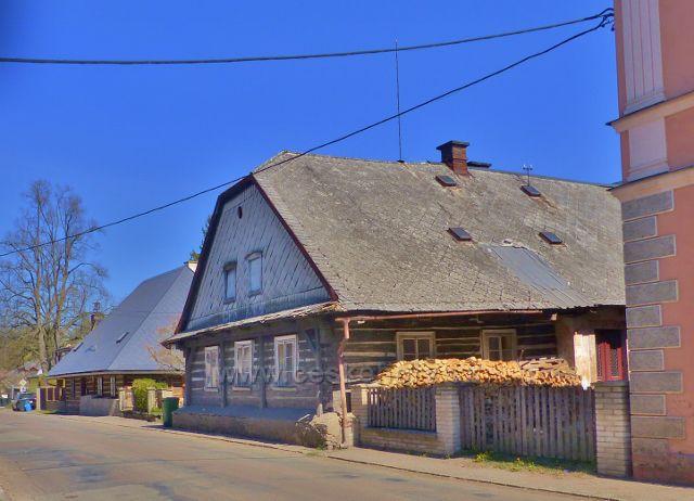 Žamberk - roubené domky v Tyršově ulici