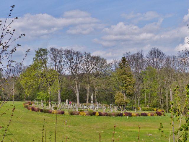 Hřbitov v Nebeské Rybné není velký, ale působivý
