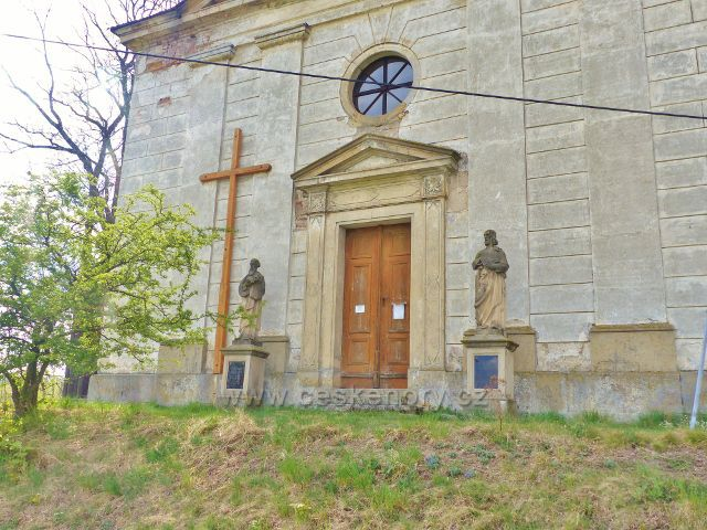 Sochy sv. Filipa a Jakuba jímž je farní kostel v Nebeské Rybné zasvěcen