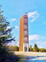 Rozhledna Velká Deštná má pět pater a vyhlídková plošina je ve výšce 17,3 m nad zemí