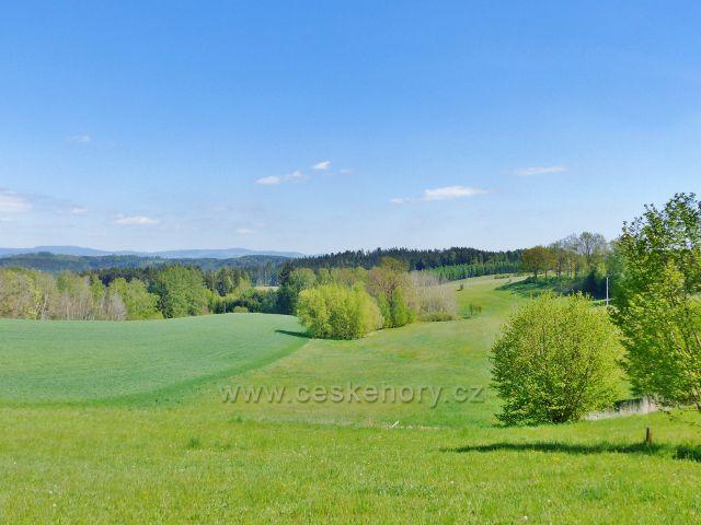 Pohled od arboreta Žampach k Šušku