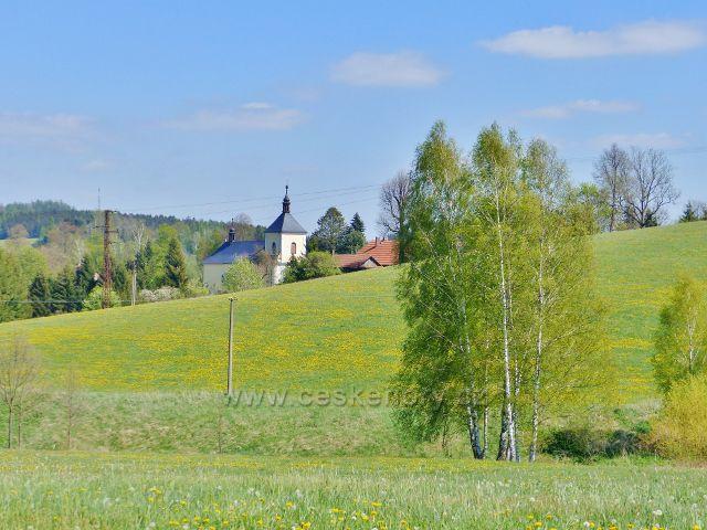 Pohled ke kostelu sv.Kateřiny v Písečné