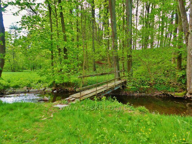 Kunvald - mostek přes Rokytenku u rybníku na Rokytence