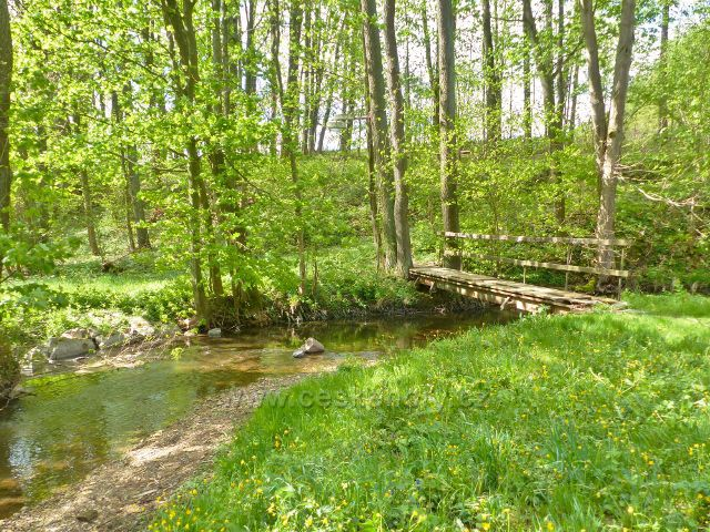 Mostek přes Rokytenku pod rybníkem v Kunvaldu