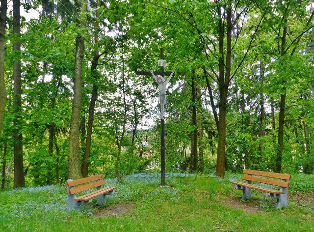 Žamberk - dřevěný kříž v parku Albertinum