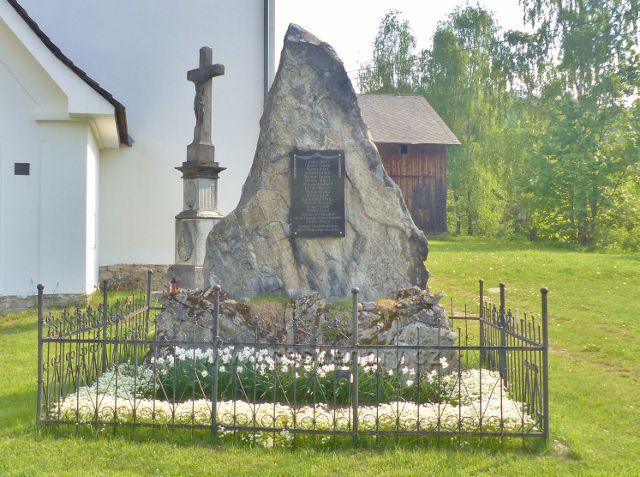 Památník obětem I.Světové války před kaplí v Kunčicích