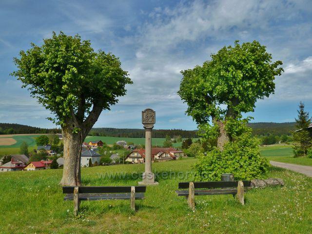 Jamné nad Orlicí - pomník na rozcestí Nad Brodem
