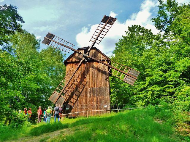 Rožnov pod Radhoštěm - Valašská dědins - větrný mlýn z Kladník