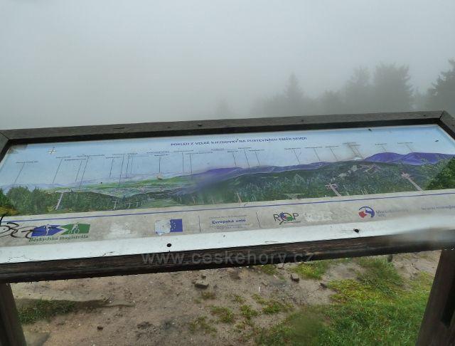 Radhošt - co všechno nevidíme nám alespoň ukazuje rozhledový panel na Cyrilometodějské stezce