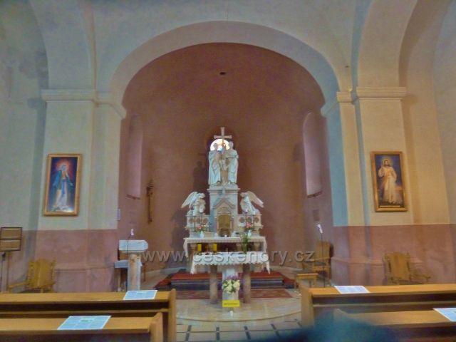 Radhošt - mramorový oltář v kapli sv. Cyrila a Metoděje