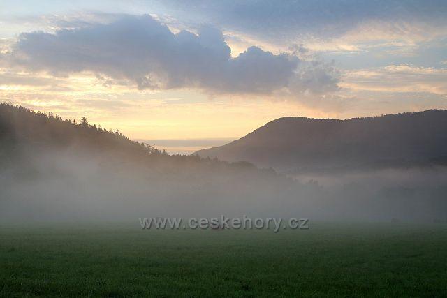Mlha v údolí Ohře