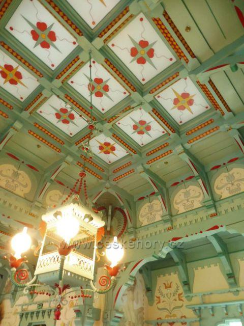 Tradiční výzdoba interieru kostela