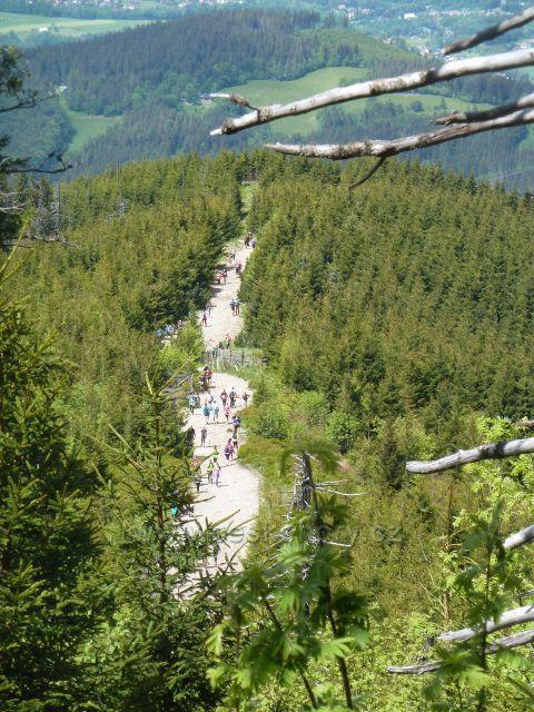 Trasa NS Lysá hora je značně frekventovaná jak ukazuje pohled z nadhledu