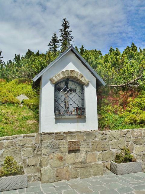 Výklenková kaplička na vrcholu Lysé hory