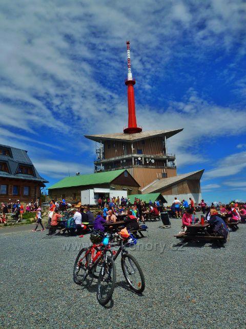 Turistický ruch na vrcholu Lysé hory