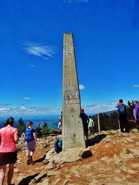 Lysá hora - vrcholový obelisk