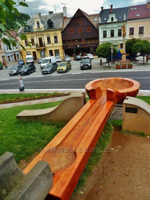 Jablonné nad Orlicí - obří lžíce v parčíku na náměstí 5.Května