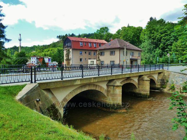 Jablonné nad Orlicí - barokní kamenný most přes Tichou Orlici byl postaven v roce 1840.Je 32 m dlouhý a 9,5 m široký.