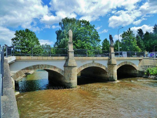 Jablonné nad Orlicí - barokní kamenný silniční most přes Tichou Orlici jeb historickou památkou města