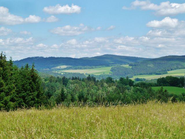 Pohled z vrcholu Malova kopce k Hejnovu nad Těchonínem