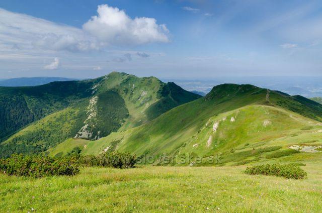 Krásný pohled z Velkého Kriváně na Pekelník.