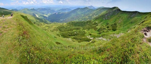 Pohled do údolí z Chlebu 1646m