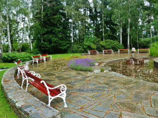 Lázně Bludov -odpočinkový  park s jezírkem