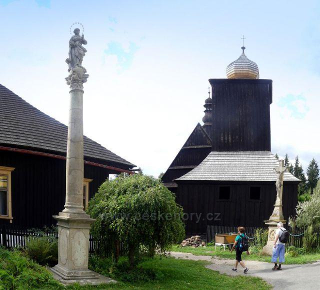 Liberk, Mariánský sloup před kostelem