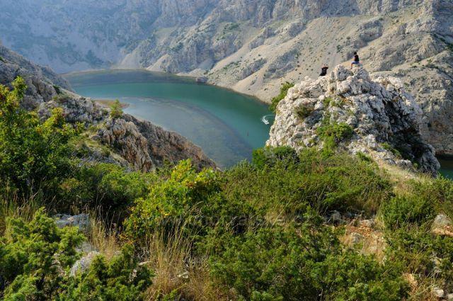 Pohled od puebla Apačů na Rio Pecos, neboli řeku Zrmanju.