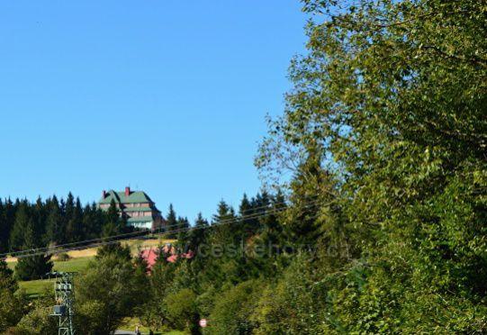 Pohled na Masarykovu chatu ma Šerlichu