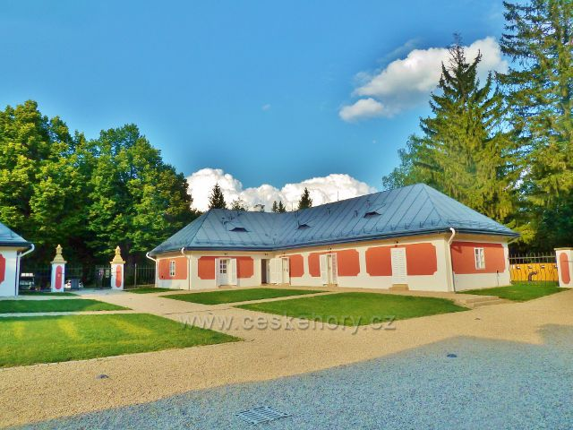 Svratka - areál loveckého zámečku Karlštejn