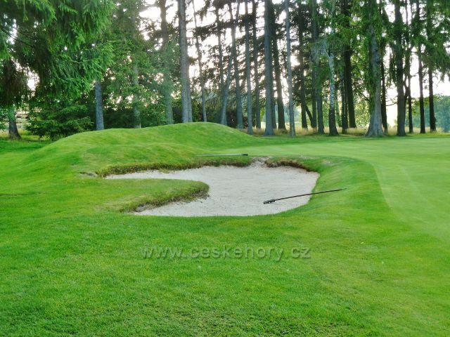 Svratka - golfové hřiště u cesty k zámečku Karlštejn