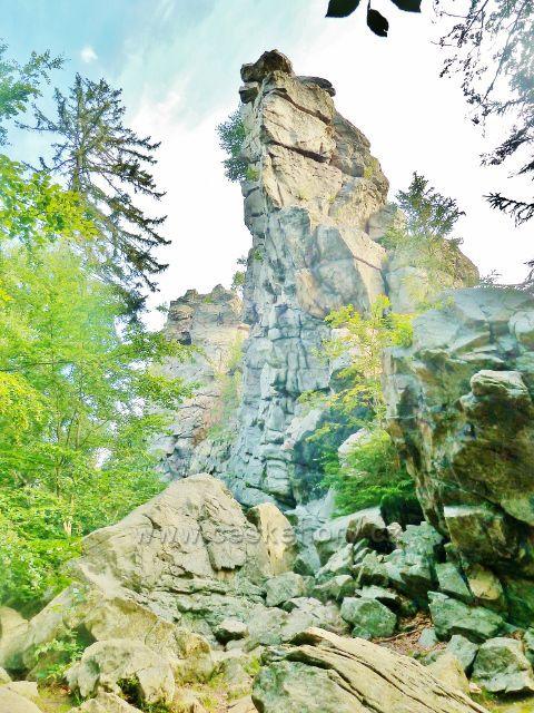 Sněžné - skalní věž Drátník (776 m.n.mn.)
