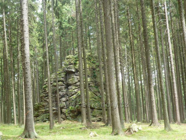 Křižánky - skalní věž Ostrá skalka