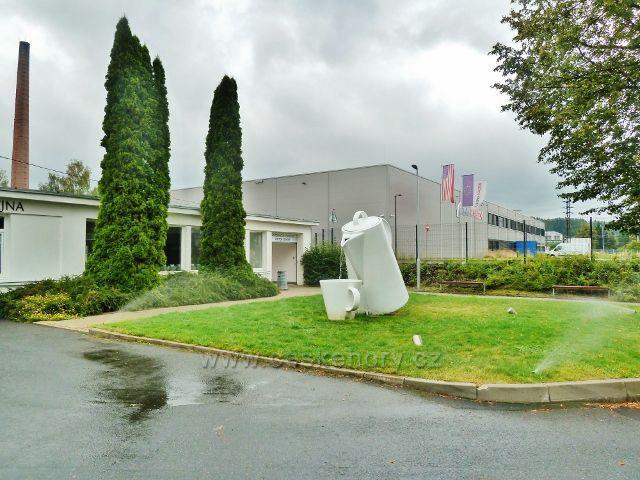 Porcelánka Thun v Nové Roli - ústřední poutač