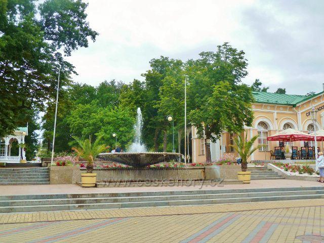 Františkovy Lázně - fontána u vstupu do Městských sadů