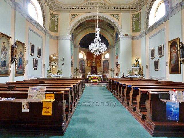Františkovy Lázně - interiér farního kostelu Povýšení svatého Kříže