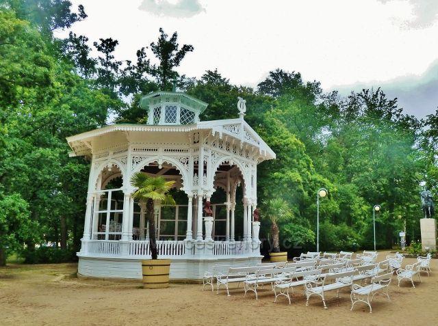 Františkovy Lázně - hudební pavilon v Městském parku