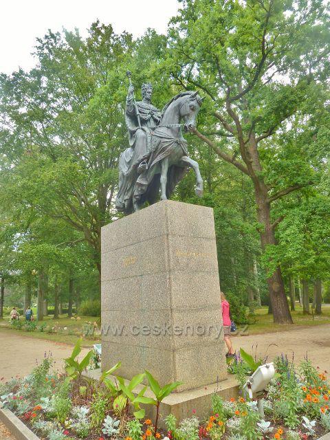 Františkovy Lázně - pomník císaře Františka I. v Městských sadech