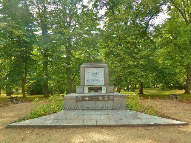 Františkovy Lázně - památník obětem II.Světové války v Městských sadech